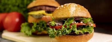 Hamburguesa vegetal con sabor a carne vs hamburguesa de carne casera: qué opción es más saludable en base a sus valores nutricionales