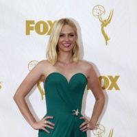 ¿Originalidad sobre la alfombra roja de los premios Emmys 2015? De eso sabe January Jones