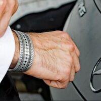 Joyas a partir de coches de lujo dañados: ya puedes hacerte con un pedazo de Ferrari, Aston Martin o Lamborghini