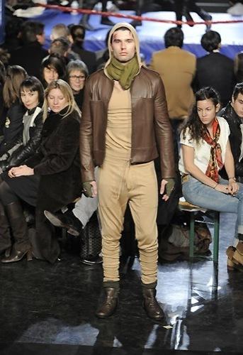 Jean Paul Gaultier, Otoño-Invierno 2010/2011 en la Semana de la Moda de París. Tierra