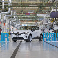 Renault Captur E-TECH Plug-in: el primer híbrido enchufable de la marca es un SUV 'made in Spain' que ya se fabrica en Valladolid
