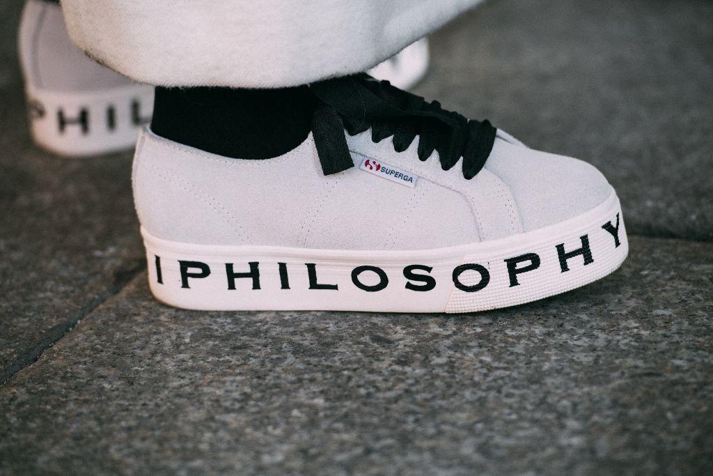 new styles b7886 3dfb9 Las 4 zapatillas con plataforma que más estilizan tienen descuento en  Sarenza con este código