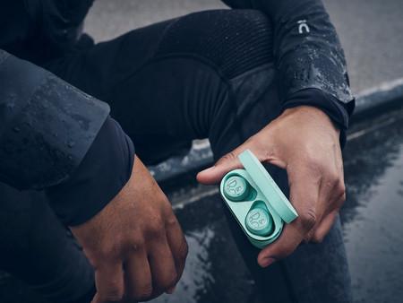 Bang & Olufsen lanza sus primeros auriculares deportivos inalámbricos: Beoplay E8 Sport