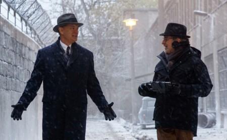 Tom Hanks y Steven Spielberg durante el rodaje de El Puente de los Espías