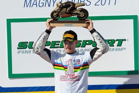 Supersport Francia 2011: victoria de Luca Scassa y título de Chaz Davies