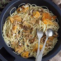 Receta de espaguetis con provolone y nueces