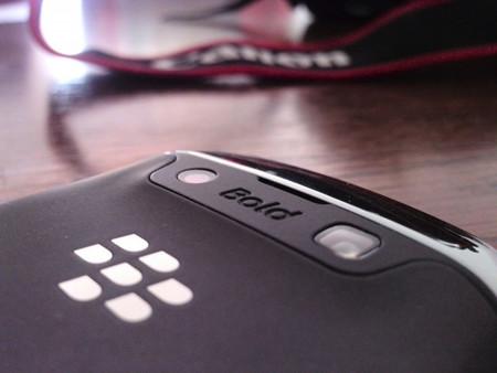 BlackBerry estudia posibles asociaciones, incluso la venta de la compañía