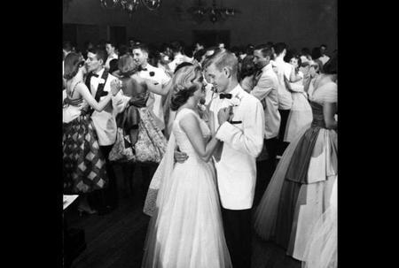 Las primeras chicas scout y un baile de graduación de 32 horas por Francis Miller