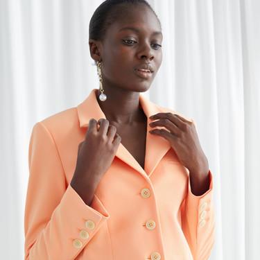 Tendencia viral: las blazers cropped vienen dispuestas a arrasar durante los días de entretiempo