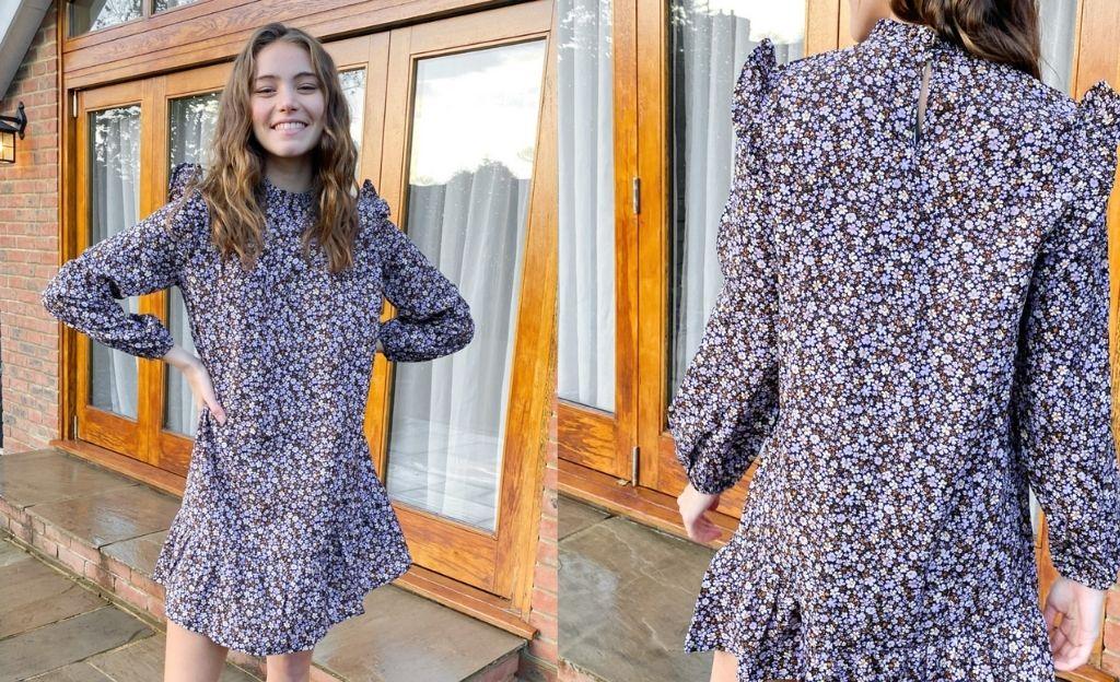 Vestido corto violeta amplio con estampado de flores y cuello alto de New Look