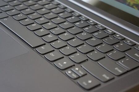 Lenovo Yoga Slim 7 Review Xataka Espanol Teclado De Cerca