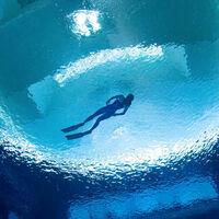 Dubai se lleva el récord de la piscina más profunda del mundo con un vertiginoso fondo de 60 metros