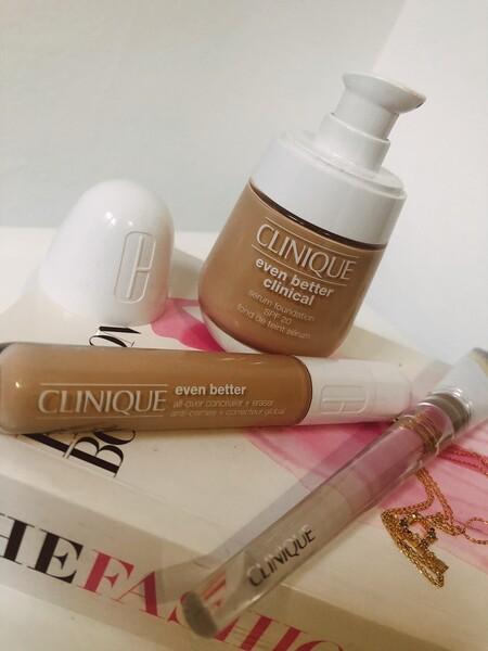 A medio camino entre una base de maquillaje con tratamiento y un sérum con color, probamos Even Better Clinical de Clinique