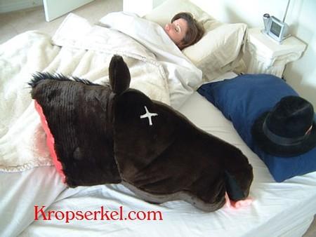 Decoración gamberra: cojín caballo para amantes de El Padrino
