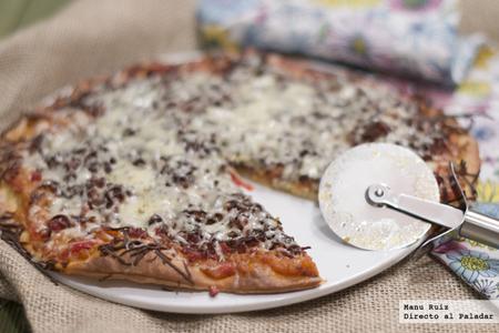 Pizza de pisto de verduras y jamón serrano. Receta Thermomix