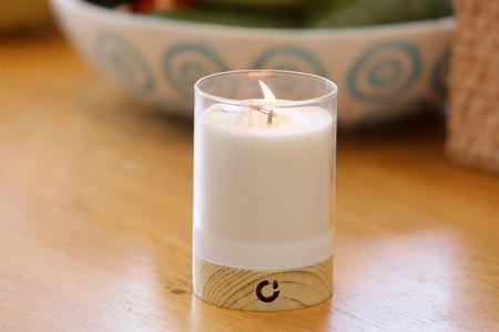El hogar conectado está llegando muy lejos: esta vela usa el móvil y el Bluetooth para controlarla a distancia