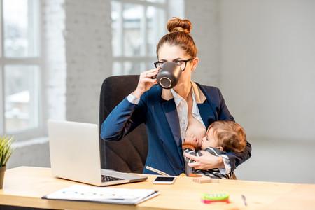 Cómo trabajar desde casa con un bebé (¡o con dos!) y no morir en el intento: siete consejos de una madre autónoma