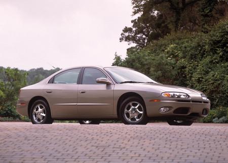 Oldsmobile Aurora 2002 1600 01