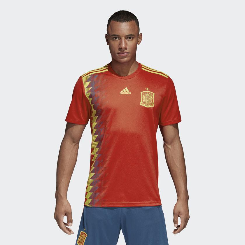 c526c01ca3c39 Dónde comprar más barata y al mejor precio la camiseta de la selección  española