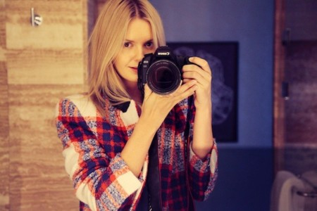 Duelo de estilos: un abrigo a cuadros que triunfa en los selfies