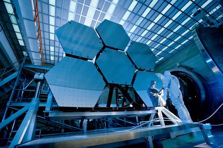 """La """"maldición"""" del James Webb: cómo los retrasos se han convertido en una parte fundamental de la conquista del espacio"""