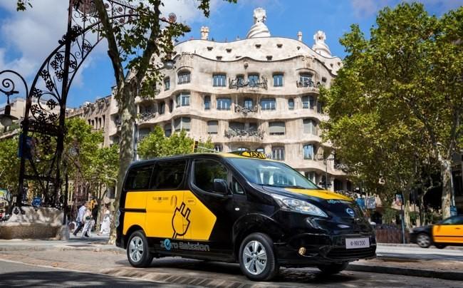 Nissan e-NV200 taxi Barcelona 01