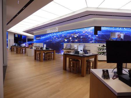 Microsoft cierra sus tiendas físicas en todo el mundo mientras sus canales online atienden a 1200 millones de usuarios al mes