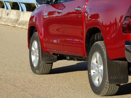 Ruedas Prueba Toyota Hilux Exteriores Asfalto