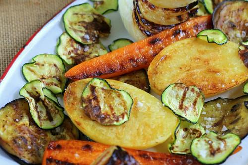 Siete recetas para cocinar en la plancha y siete utensilios para que te salgan perfectas