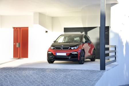 BMW i3s aparcado