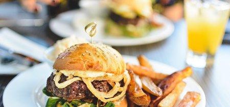 Cambiar patatas fritas por boniatos: así se modifica el perfil nutricional de tu hamburguesa