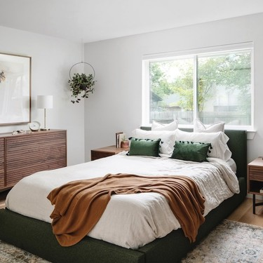 Antes y después: un dormitorio principal práctico, inspirador, moderno y cálido