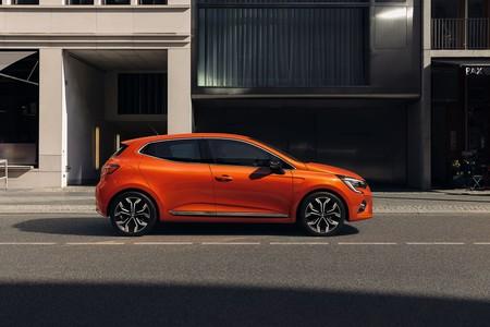 El nuevo Renault Clio es el primer coche híbrido del fabricante francés e incluye un sistema de conducción semiautonóma
