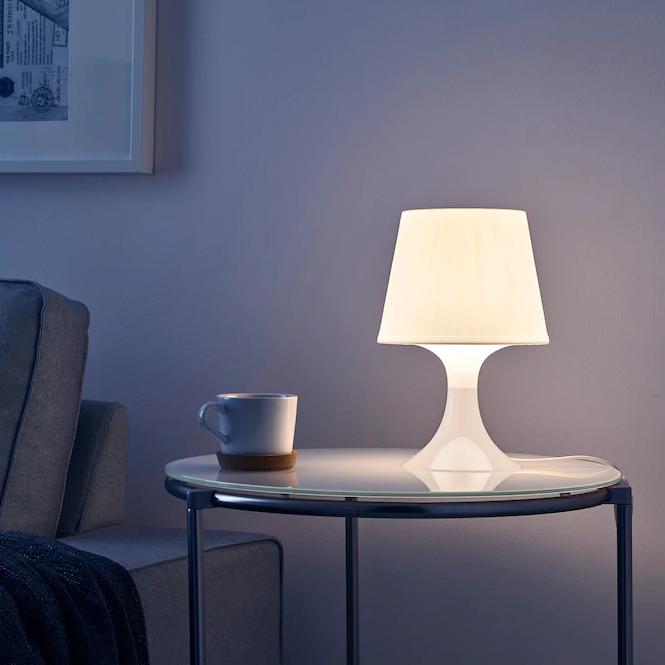 LAMPAN, lámpara de mesa blanca