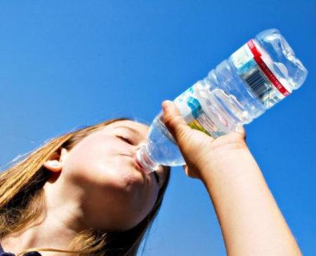 Cuidado con el sodio de las aguas minerales envasadas