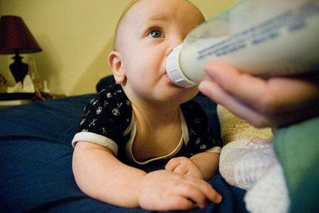 Es malo tomar leche de vaca en la lactancia