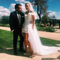 Este es, probablemente, el vestido de novia más fashion de toda la historia. Carmen March tiene la culpa