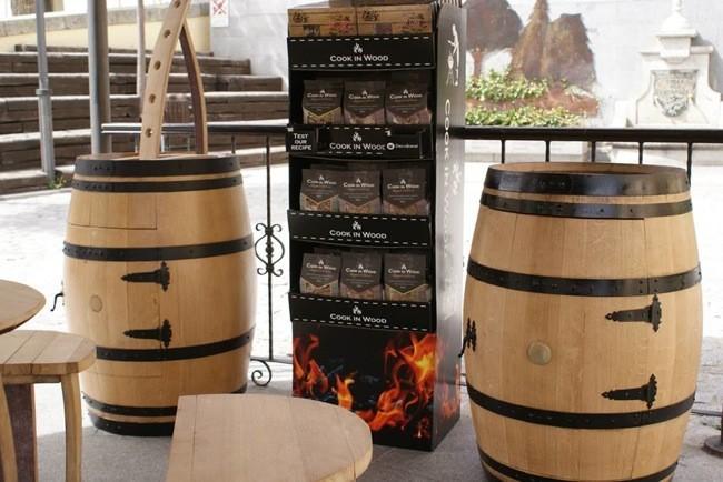 Recicladecoraci n muebles y complementos hechos con for Barriles de madera bar