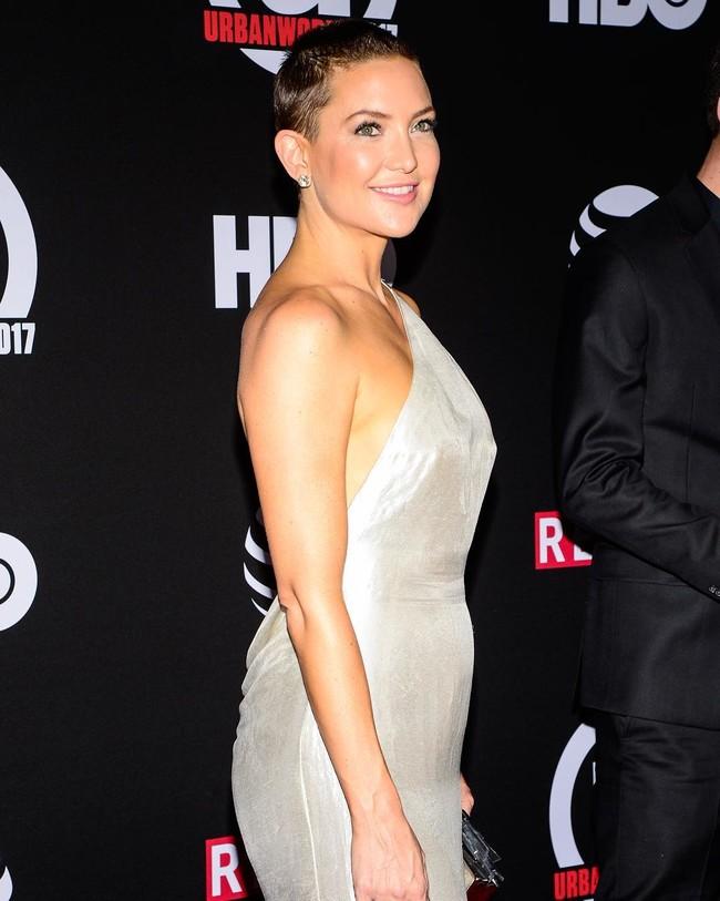kate hudson look estilismo outfit rapada