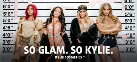 Las uñas de Kylie Jenner son de lo más corporativas