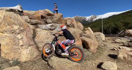 Habilidad extrema en moto son estos 3 vídeos de Toni Bou pasando obstáculos imposibles