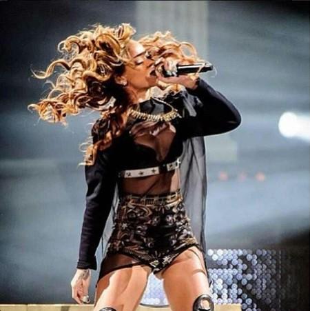 Rihanna, a este paso si no te controlas, las entradas de tus conciertos las regalas