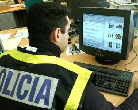 Por qué tras una semana ni policía ni justicia española borran los datos de la víctima de La Manada de la web ni de la deep web
