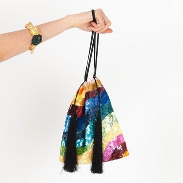 Clonados y pillados: el bolso rainbow de Attico ya puede ser tuyo (por muchísimo menos)