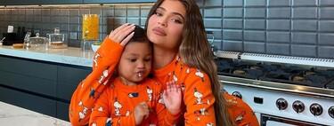 Kylie Jenner desvela uno de sus disfraces de Halloween 2020 de la mejor manera posible: en un vídeo cocinando con Stormi