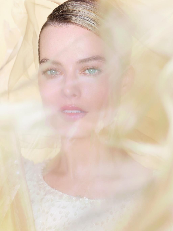 Margot Robbie se convierte en la nueva (y preciosa) foto del último perfume de Chanel