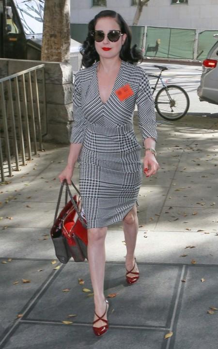 Dita Von Teese vestido cuadros