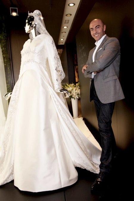 "Entrevista a Manuel Mota: ""Charlene estaría maravillosa con un vestido corte imperio"""
