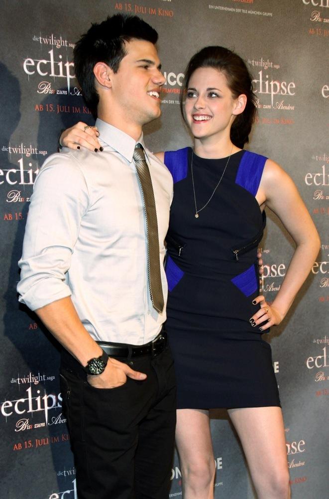 Foto de Más looks de Kristen Stewart presentando lo nuevo de 'Crepúsculo', 'Eclipse': en busca del estilo (11/18)