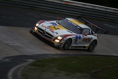 Mercedes-Benz se alza con la victoria en unas 24 horas de Nürburgring pasadas por agua